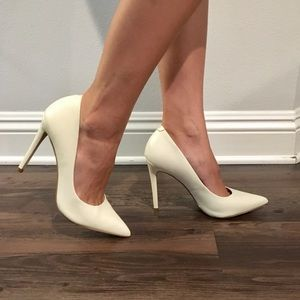 White Pointed Toe Heel Pumps